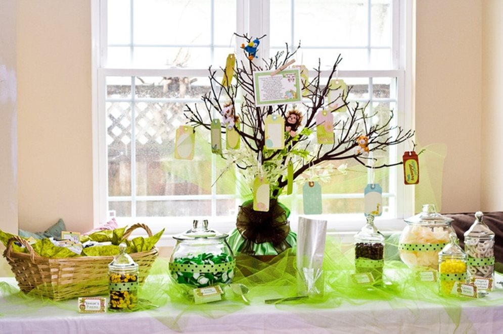 mesa para chá de bebê verde