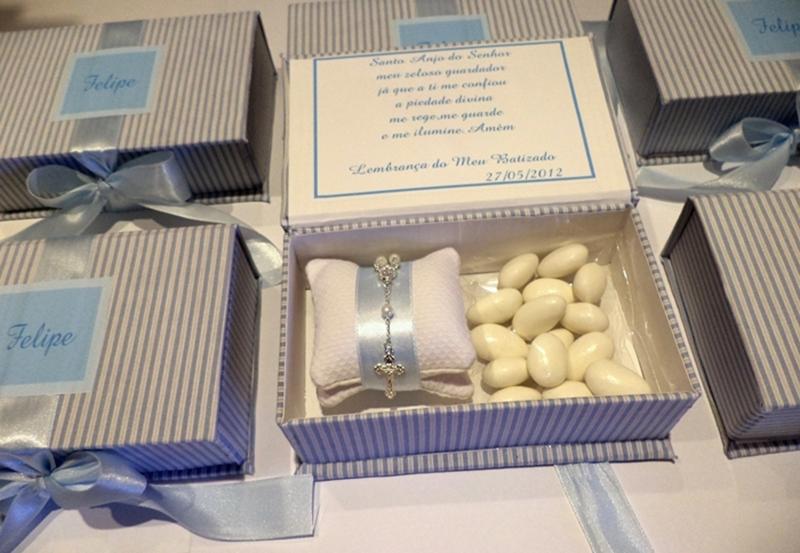 lembrancinha de batismo caixa com amêndoas e mini terço